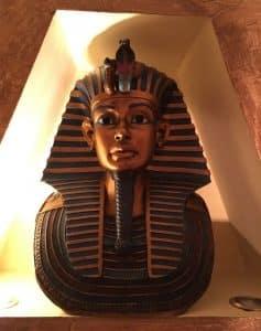 Motel Faraon estatua